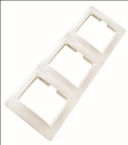 """Рамка 3-х постовая вертикальная белая """"Таймыр"""""""